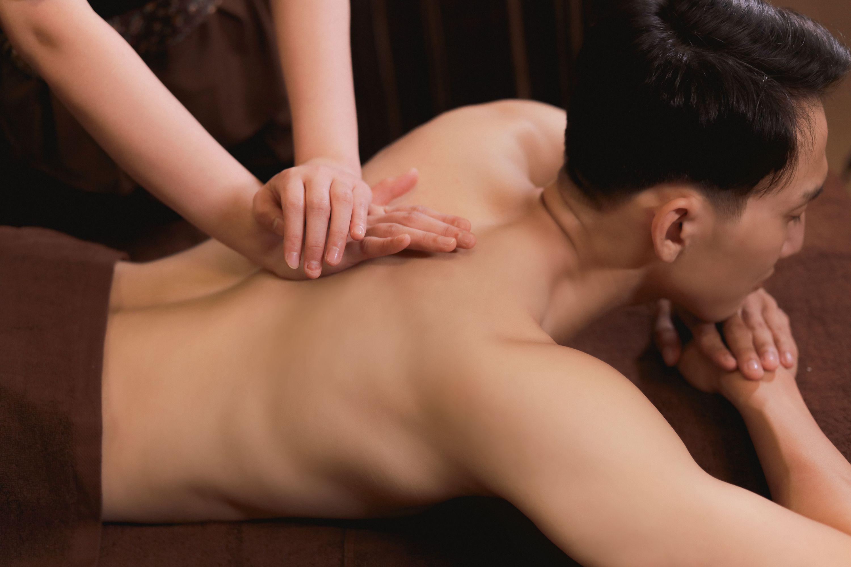 Massage-bam-hu yet-thong-kinh -lac-thong-khi -huyet-Om-Mani -Padme-Hum.jpg